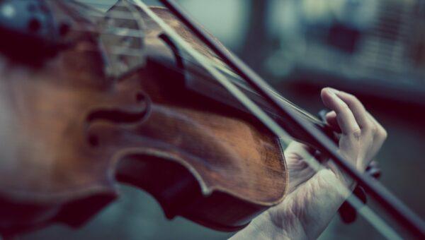 Dlaczego kasyna puszczają muzykę klasyczną?
